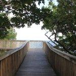 Caminho de madeira sobre o mar