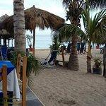 Acceso a la playa y restaurant...