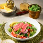 A light and fresh seared tuna salad is your healthy lunch option.