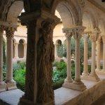中庭の回廊はガイド付きで見学できます。