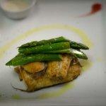 Bocconcini di Spigola, Asparagi e salsa alle erbe di Provenza