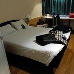 Nada más llegar, la habitación muy limpia olía bien, la cama muy buena menos las almohadas