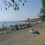 la pequeña playa que hay delante del hotel