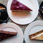 Kawa Vergnano Biologica 100% Arabica, pyszny tofurnik, ciasto marchewkowe i brownie z buraka
