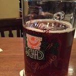 Eigenes Bier. Sehr mild und schmeckt nach mehr. Die Karte ist sehr gut und hat für alle ein ents