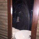 """Nicht funktionierende Dusche, Schimmel in jeder Ecke, """"geputzte"""" Spiegel - ein absolutes Horror"""