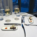 très bonne table les plats sont raffiné et goûteux. Seul faux pas l'association saint jacques et