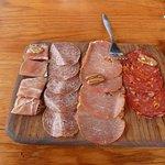 Plato de carnes frías (ya habiamos comenzado a comerlo por lo que le faltan pedazos. josepablo20