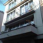 Haus mit Parterre (?) Appartments