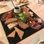 """Assiette de charcuterie avec """"option"""" Foie Gras! Délicieux"""