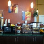 You can choose mini pastries, bagels or toast.