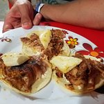 Tacos al pastor con queso y piña (before any toppings were added)