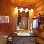 Columbine Cabin bathroom