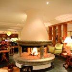 offener Kamin in der Hotellobby
