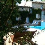 Terrasse, piscine et dépendance