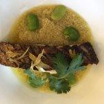 filet de maigre rôti comme un tajine petit légume au Raz et Hanout couscous et jus épicé