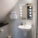 Twin bedroom shower room