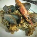 Paella exquisita, con excelente sabor a mar y super natural. SUBLIME!! No hubo peros...