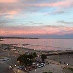 impresionante amanecer en el golfo nuevo desde el australis