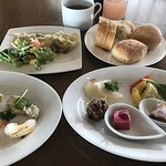 ภาพถ่ายของ Restaurant Grill Table with Sky Bar