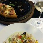 polpo e verdure su puré, pizza e salmone selvaggio con verdure