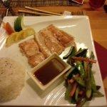 salmone appa piastra con verdure e riso bianco