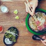 Sopa Phở Tái! Rica sopa de tallarinas de arroz con ternera