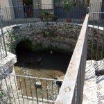 L'antica cisterna nel cortile della Mausolea di Partina