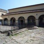 Veduta del cortile della Mausolea di Partina.