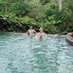 Pool inmitten von Natur