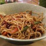 Wok de nouilles chinoise au poulet (au choix : poulet, bœuf ou crevettes)