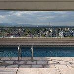 Terraza en piso 17: piscina y vista del panorama.