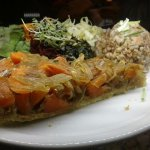 Vegetable tarte plate: carrots and onions, cereal and salads