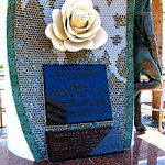 The rose side and info about the statue