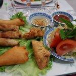 Assiette Royale- nems,salade,beignets de crevettes, raviolis
