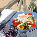 salade de crevettes - saumon - poivrons ....