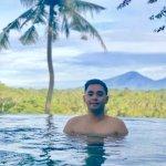me at infinity pool