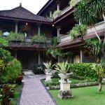 Photo de Satriya Cottages