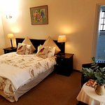 Luxury twin room with 2 3/4 beds and en-suite shower