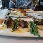 FILET MEDALLIONS Chateau Mashed Potatoes, Thin Green Beans & Red Wine Demi-Glace