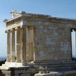 Photo de Temple of Athena Nike