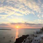 Oia sunset (thanks to our friends Tom & Tahlia).