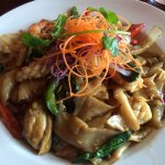 Seafood drunken noodles (shrimp, mussels, squid)