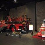 オモチャと本物の消防車