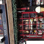 Henly Street/ Shakespeare Monument & Quirky Shops!