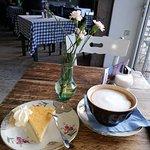 Zitronenkuchen und Cafe au lait