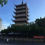 仏教寺院。ホーチミンで最大の仏教寺院らしい。 中は広くて立派。 隣に塔が建っているが、中には入れなそうだった。 ベトナム人の8割は仏教徒らしいので、一度見て見てもいいのでは。