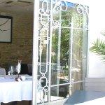 Salle de restaurant et patio - Les Jardins d'Aliénor - ile d'Oléron