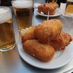 Croquetas de bacalao y bacalao frito