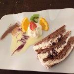 Assiette forêt noire , glace, crème brûlée, Vérone à la truite aux poivrons , croûte forestière